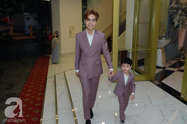 Cậu con trai riêng của Thu Thủy rất bám bố dượng