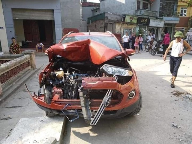 Vụ xe EcoSport tông hàng loạt xe rồi bỏ chạy: Tài xế gây tai nạn đã ra trình diện tại cơ quan công an - Ảnh 3.