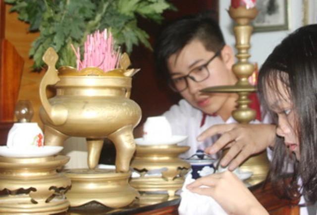 Cuối tháng 6 âm lịch nên lau dọn bàn thờ đón lễ Vu lan. Ảnh minh họa.