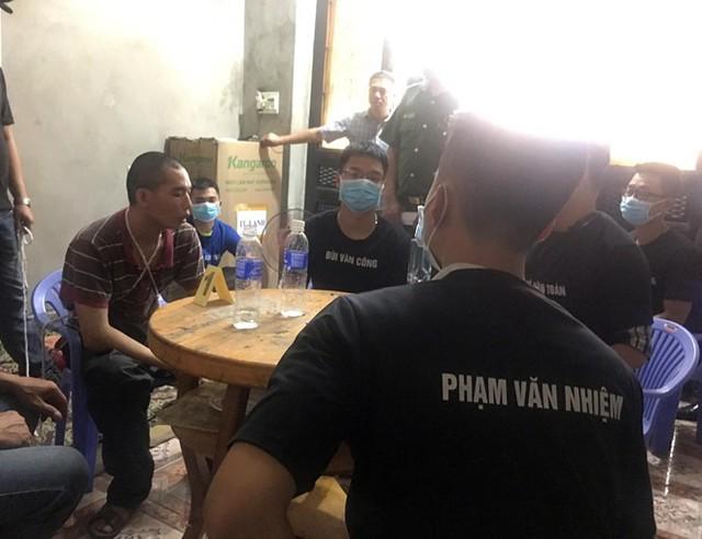 Thực nghiệm điều tra 2 đối tượng cuối cùng tham gia hiếp dâm nữ sinh giao gà ở Điện Biên - Ảnh 2.