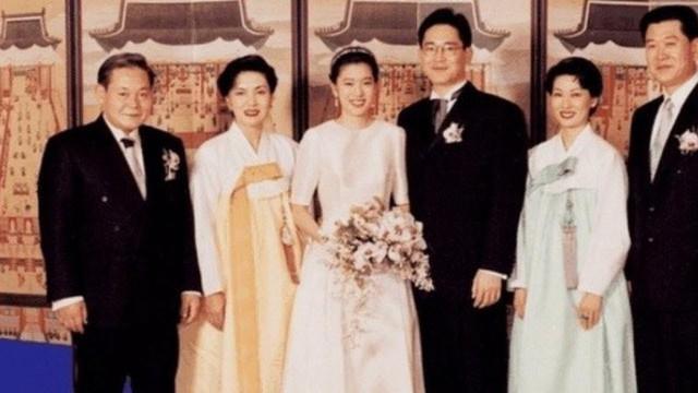 Đúng với suy nghĩ của công chúng, cặp đôi Thái tử Samsung - Ái nữ Daesang đã có với nhau hai con thông minh, xinh đẹp.