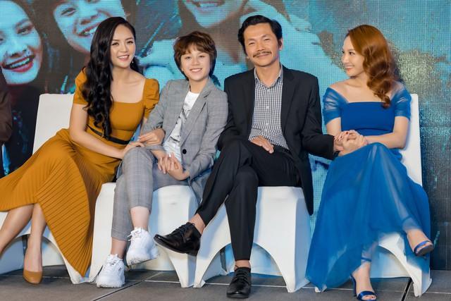 4 diễn viên chính của phim: Thu Quỳnh, Bảo Hân, NSƯT Trung Anh và Bảo Thanh (từ trái sang).