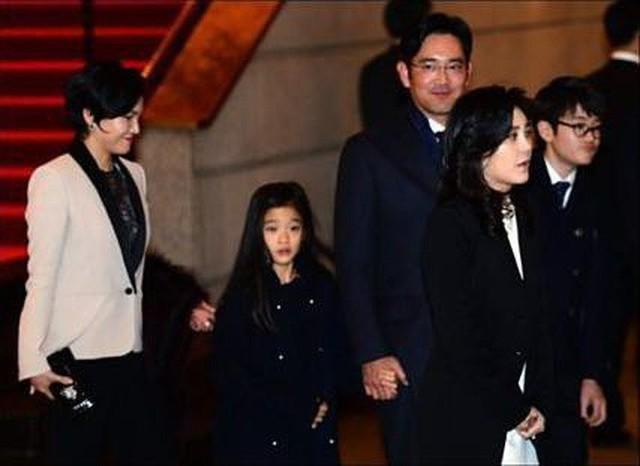 Nếu như Ji-ho ra dáng thiếu niên, ung dung điềm tĩnh thì Won-ju cũng bộc lộ nét đẹp yêu kiều của một tiểu thư danh giá. Đôi mắt to tròn và mái tóc dài của cô bé khiến Won-ju được mệnh danh là tiểu công chúa.