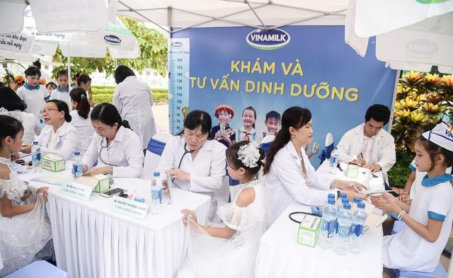 Sữa vươn cao Việt Nam và Vinamilk trao tặng 70.000 ly sữa cho trẻ em tỉnh Thái Nguyên - Ảnh 10.