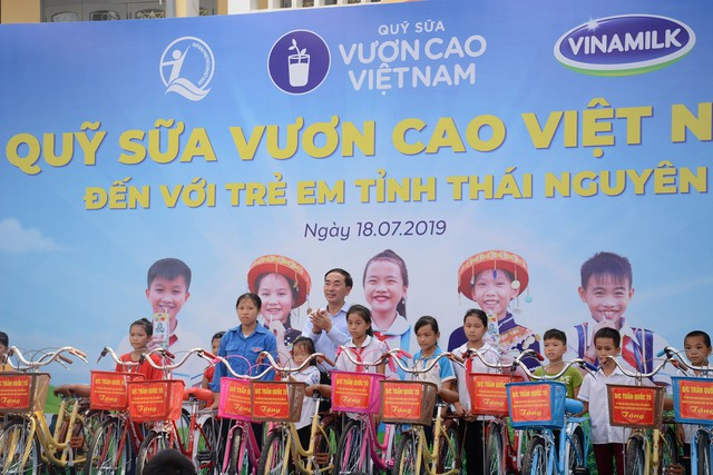 Sữa vươn cao Việt Nam và Vinamilk trao tặng 70.000 ly sữa cho trẻ em tỉnh Thái Nguyên - Ảnh 4.