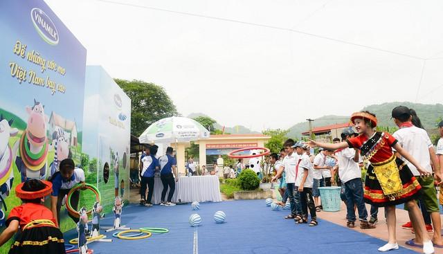 Sữa vươn cao Việt Nam và Vinamilk trao tặng 70.000 ly sữa cho trẻ em tỉnh Thái Nguyên - Ảnh 9.