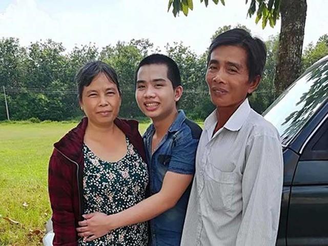 Đặng Thanh Tuấn ngày về trong vòng tay gia đình sau khi được TAND tỉnh Tây Ninh tuyên không phạm tội vào tháng 9/2017. Từng hai lần được tuyên không phạm tội