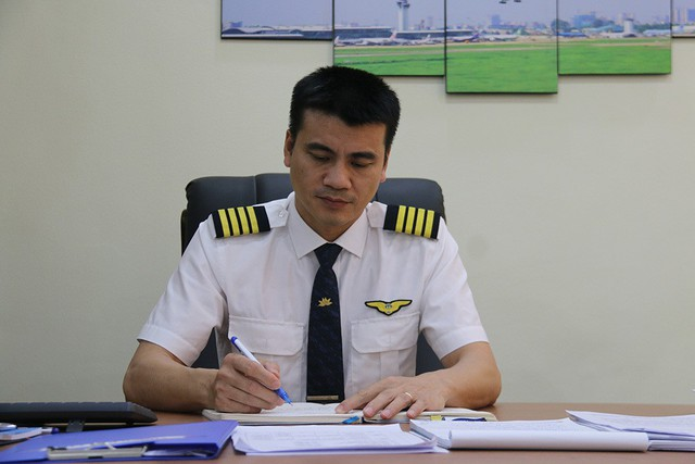 Cơ trưởng Tô Ngọc Giang - Đoàn trưởng Đoàn bay 919 thuộc Tổng Công ty Hàng không Việt Nam. Ảnh: Nguyễn Thảo