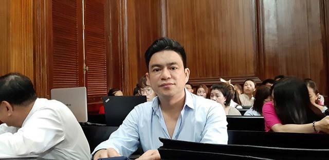 Nạn nhân vụ án, bác sĩ Chiêm Quốc Thái tại phiên tòa. Ảnh: Tân Châu