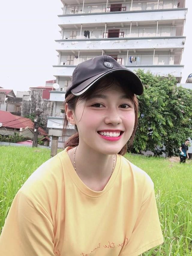 Hiện tại, ngoài việc học, Nguyễn Bảo Thoa là mẫu ảnh thời trang và gương mặt thương hiệu cho nhiều nhãn hàng. Cô từ chối tiết lộ thu nhập nhưng cho biết đã có thể tự lập tài chính và không cần sự trợ giúp của gia đình.
