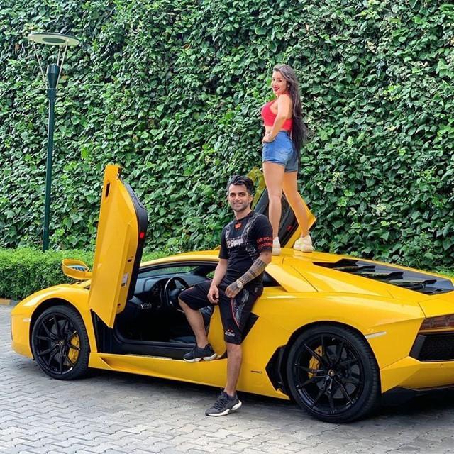 Nhiều người có sở thích khoe khoang sự giàu có lên mạng xã hội. Ảnh: @richkidslondon.