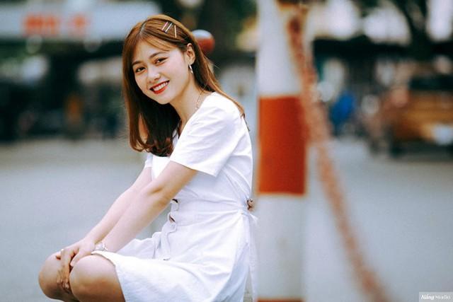 Trước đây, Nguyễn Bảo Thoa từng theo học ngành Vật lý của Đại học Sư phạm Hà Nội. Tuy nhiên, sau một kỳ học nhận thấy bản thân không phù hợp, cô quyết định dừng lại và thi vào Đại học Xây dựng. Dù không hoạt động nghệ thuật, 9X Bắc Ninh vẫn sở hữu trang cá nhân có gần 70.000 người theo dõi.