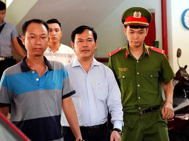 """Vụ Nguyễn Hữu Linh """"nựng"""" bé gái trong thang máy: Sờ vào đâu thì bị coi là dâm ô? - Ảnh 3."""