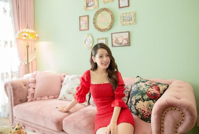 Căn hộ màu hồng đậm chất nữ tính khiến bao người mơ mộng của Chi Pu  - Ảnh 1.