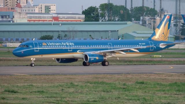 Vietnam Airlines hạ cánh khẩn cấp để cấp cứu cho hành khách - Ảnh 1.