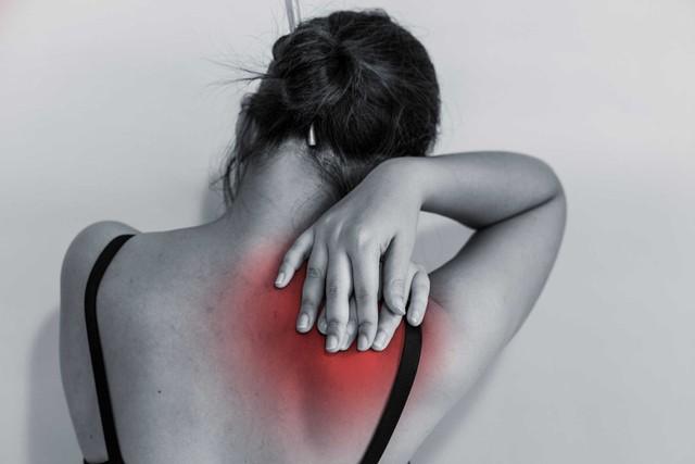 Nếu hay bị đau mỏi vùng vai, gáy, cổ bạn cần phải nhớ những điều này để tránh bị tái phát - Ảnh 1.