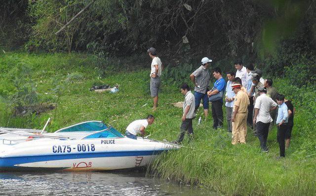 Phát hiện thi thể bé trai hơn 10 tuổi cởi trần nổi trên sông Cấm - Ảnh 1.