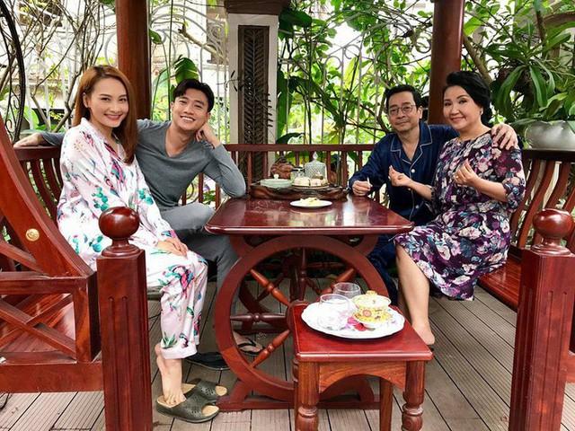 Cân đo gu thời trang của 2 mẹ chồng Bảo Thanh: Trên phim thì khác xa nhưng ngoài đời thì 8 lạng, nửa cân - Ảnh 2.