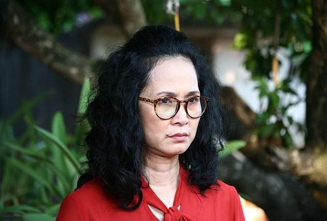 Cân đo gu thời trang của 2 mẹ chồng Bảo Thanh: Trên phim thì khác xa nhưng ngoài đời thì 8 lạng, nửa cân - Ảnh 14.