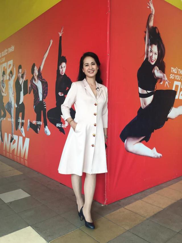 Cân đo gu thời trang của 2 mẹ chồng Bảo Thanh: Trên phim thì khác xa nhưng ngoài đời thì 8 lạng, nửa cân - Ảnh 19.