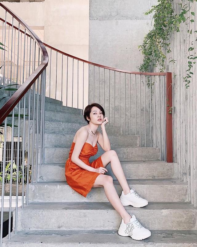 Ăn mặc sành điệu là phải chọn chuẩn từ giày dép: 5 gợi ý từ sao Việt giúp bạn hoàn thiện tủ giày - Ảnh 11.