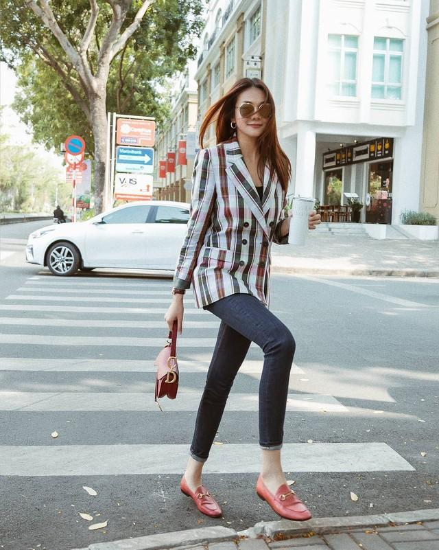 Ăn mặc sành điệu là phải chọn chuẩn từ giày dép: 5 gợi ý từ sao Việt giúp bạn hoàn thiện tủ giày - Ảnh 15.