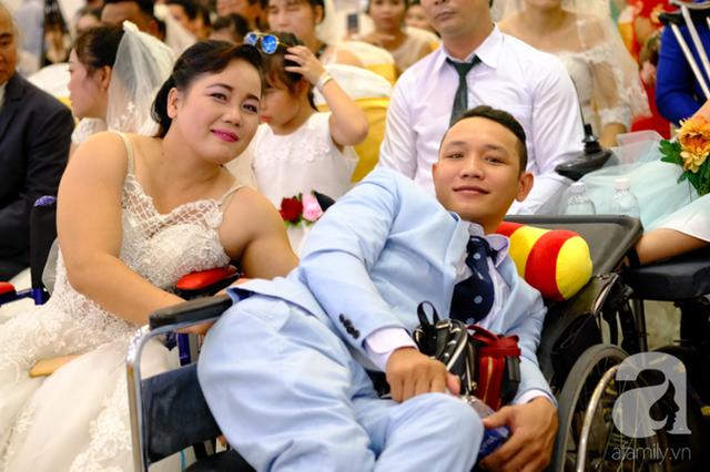 Xúc động cặp vợ chồng lấy nhau 51 năm mới được tổ chức hôn lễ: Bà ấy vui lắm, cười muốn rụng răng luôn  - Ảnh 4.