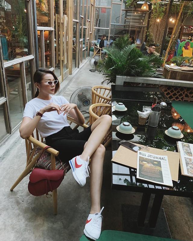 Ăn mặc sành điệu là phải chọn chuẩn từ giày dép: 5 gợi ý từ sao Việt giúp bạn hoàn thiện tủ giày - Ảnh 8.