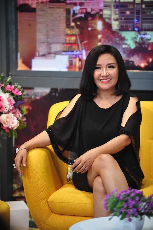 Cân đo gu thời trang của 2 mẹ chồng Bảo Thanh: Trên phim thì khác xa nhưng ngoài đời thì 8 lạng, nửa cân - Ảnh 5.