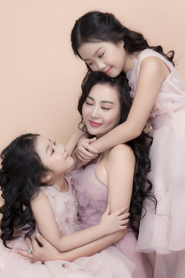 Thanh Hương nói về 2 cô con gái xinh như thiên thần: Với các con, tôi là thần tượng - Ảnh 1.