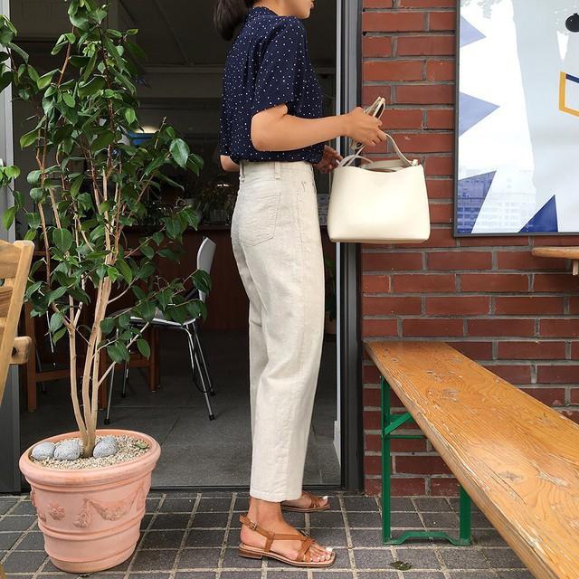 Để style đi làm không nghiêm túc quá hóa già nua và nhàm chán, nàng công sở chỉ cần áp dụng đúng 4 bí kíp - Ảnh 15.