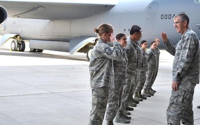 Đại tá Mỹ cáo buộc bị đại tướng 4 sao xâm hại tình dục - Ảnh 4.