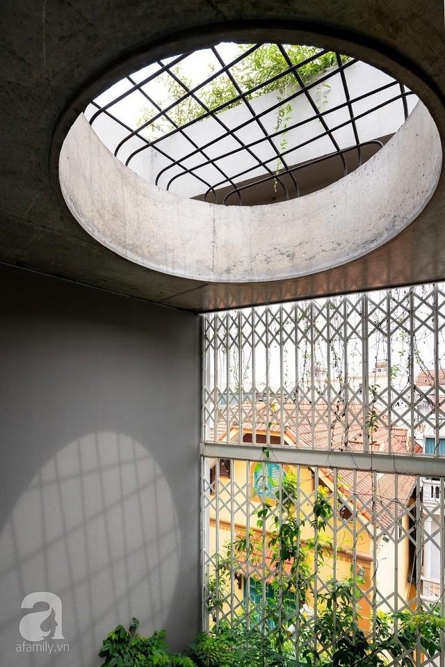 Ngôi nhà cửa xếp ở Hà Nội ai đi qua cũng phải dừng lại ngắm nhìn - Ảnh 10.