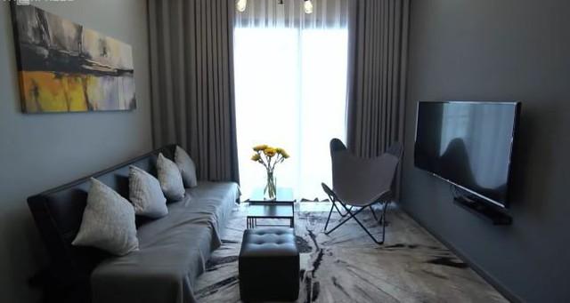 Không gian sống trong căn hộ 50m2 của Khả Ngân ở TP HCM. Được biết, đây là một trong những tài sản lớn mà nữ diễn viên dành cho bản thân sau thời gian miệt mài hoạt động nghệ thuật.