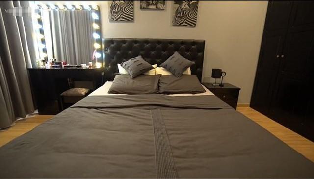 Phòng ngủ của Khả Ngân được bài trí đơn giản, hiện đại.