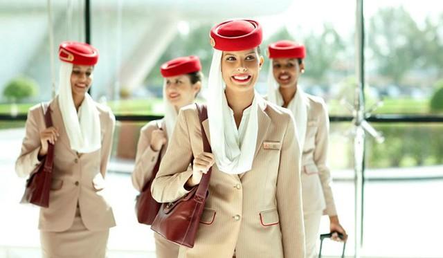 Emirates là một trong những hãng hàng không đẳng cấp bậc nhất thế giới. Đội ngũ tiếp viên của hãng này luôn xuất hiện trong thần thái rất tự tin, sang trọng, thanh lịch nhưng không kém phần quyến rũ. Ảnh: Emirates.