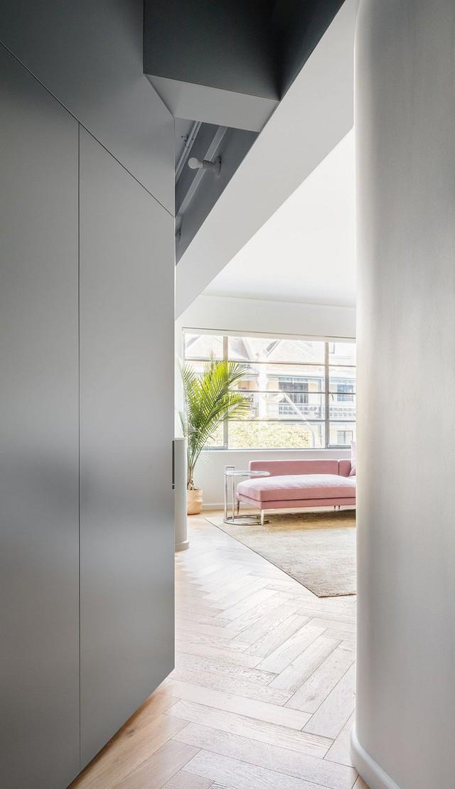 Phông nền trung tính tạo sự thư giãn cho căn hộ ở Sydney.