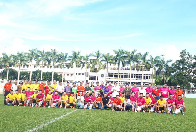 """""""Ông trùm"""" Phan Quân đưa quân đá giao hữu bóng đá gây quỹ từ thiện tại Quảng Ninh - Ảnh 11."""