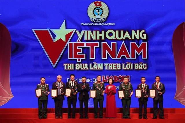 Hai đại diện tiêu biểu ngành Y nhận Vinh danh Vinh quang Việt Nam - Ảnh 1.