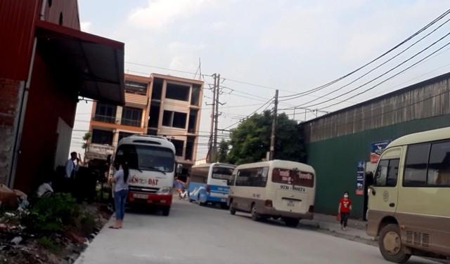 """Xe khách bỏ bến, """"đại náo"""" khu công nghiệp (1): Bắc Ninh bến chính đìu hiu, """"bến cóc"""" rộn ràng - Ảnh 3."""