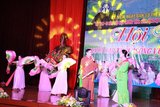 Các tiết mục văn nghệ của người cao tuổi huyện Diễn Châu.