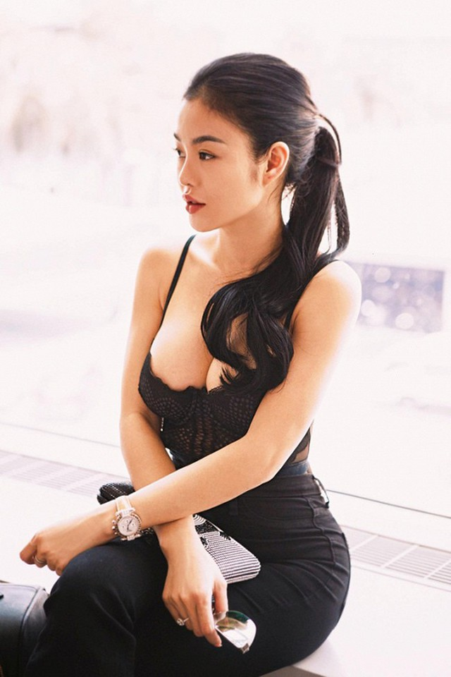 Theo Julia Hồ, cô theo đuổi phong cách sexy, gợi cảm nhưng không hề gợi dục hay phản cảm.