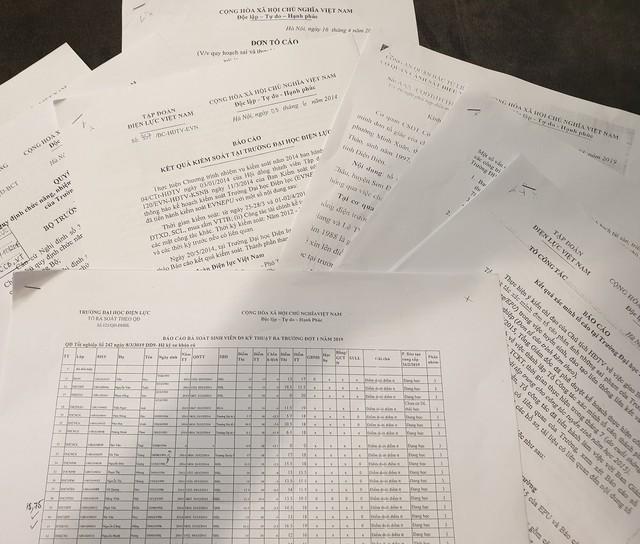 Trong đơn thư tố cáo gửi kèm tài liệu, nhóm cán bộ, giáo viên đang công tác tại trường ĐH Điện Lực cho biết, qua rà soát sinh viên D9 Kỹ thuật ra trường đợt 1 năm 2019, có 84 trường hợp điểm thi đầu vào dưới điểm trúng tuyển. Ảnh: Cao Tuân