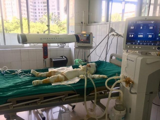 Vụ chém rồi thiêu sống cả nhà người tình ở Sơn La: Bé gái 2 tuổi đã tử vong - Ảnh 2.