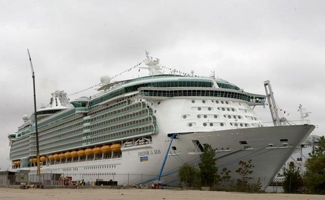 Du thuyền Freedom of the Seas, một trong những con tàu trong phi đội khổng lồ của công ty Royal Caribbean. Ảnh: AP.