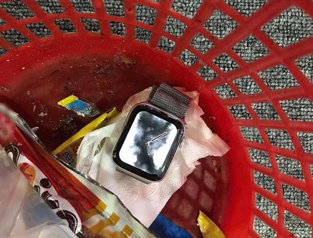 Chiếc đồng hồ thông minh vô tình tố cáo thói trăng hoa của người chồng.