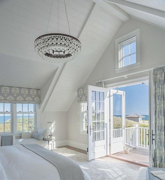 Trần nhà bằng gỗ tự nhiên có thể kết hợp với nhiều phong cách nội thất khác nhau nên bạn không cần lo lắng nhiều khi lựa chọn.