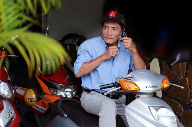 Thương Tín đã hạn chế việc tự chạy xe mà đi xe buýt cho rẻ và an toàn.