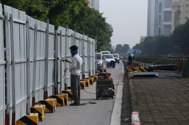 Hà Nội: Rào chắn nhiều tuyến đường phục vụ thi công đường đua F1 - Ảnh 3.