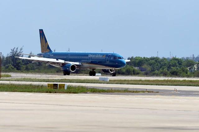 Nhiều chuyến bay đi Hải Phòng bị huỷ do ảnh hưởng bão số 3 - Ảnh 1.